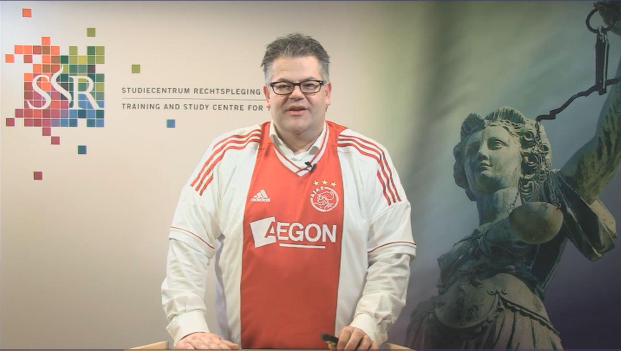 dr. Bob van den Brand presenteert een webcollege