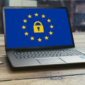 Beeldscherm met Europees logo en slot
